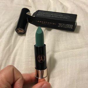 Matte lipstick   Insomniac